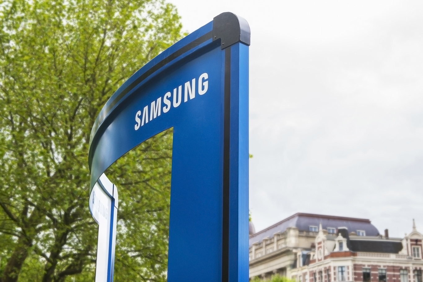 Guerrilla marketingcampagne Samsung curved billboard bovenkant