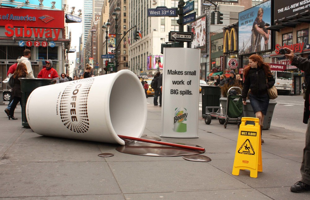 Guerrilla marketing campagne koffie met pas op bord