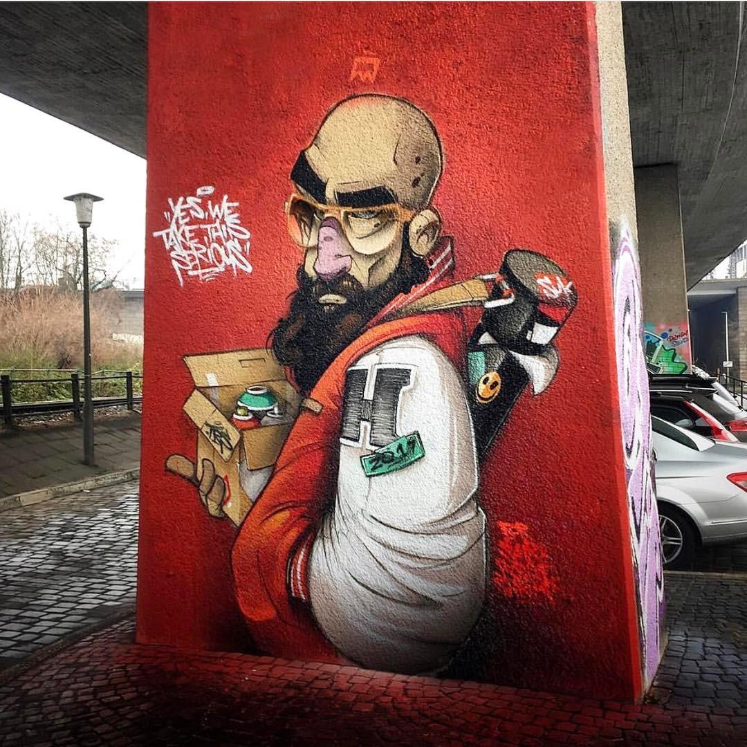 man met graffiti spuitbussen