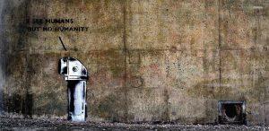 robot praat over mensen