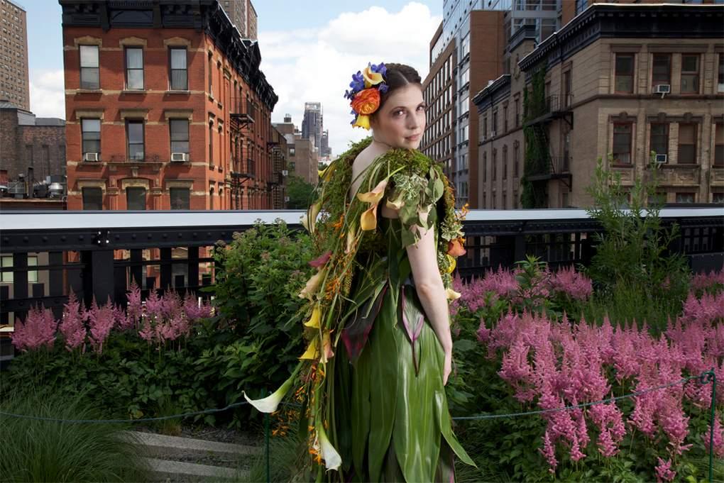 jurk en hoofdtuig van bloemen en bladeren