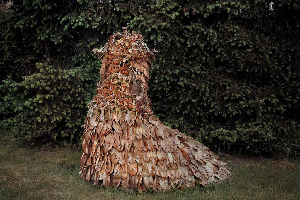 verkleurde jurk van diverse bladeren